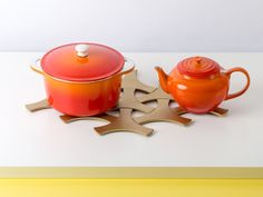 Update your kitchen with a set of our Weavetrivets. The unique design creates a wovenpattern when placed in groups, while the aluminum structure provides durability and strength. Each package has 3 trivets in the color of your choice.