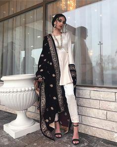 Saree and blouses Beautiful Indian Outfit Inspirational Ladies - Pakistani Dress Design, Pakistani Outfits, Indian Outfits, Pakistani Bridal, Pakistani Clothing, Pakistani Fashion Casual, Indian Wedding Outfits, Bridal Lehenga, Dress Indian Style
