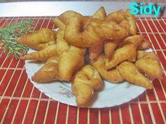 Reteta culinara Minciunele(cirighele) din categoria Dulciuri. Specific Romania. Cum sa faci Minciunele( cirighele) Facebook Recipe, Romanian Food, Romanian Recipes, Good Food, Yummy Food, Kefir, Donuts, Foodies, Deserts