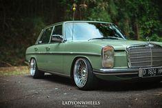 Mercedes Mercedes W114, Old Mercedes, Classic Mercedes, Mercedes Benz Cars, Merc Benz, Honda Crx, Motor Car, Vintage Cars, Cool Cars