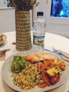 THE DETOX KITCHEN (London - Kingly Street): MY ORDER: Small salad (3 different dishes 1)avocado mix 2)quinoa salad 3)sweet potato&veg mix) & a main (salmon). With a simple bottle of water. -gluten free -low carbohydrate -dairy free -dining out -healthy fats