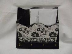 Porta chave e correspondência em MDF pintado com tinta acrilica e decorado com decoupagem R$ 35,00