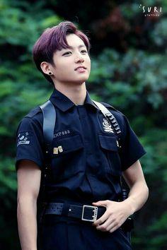 Jungkook te amo, enzima esta vestido de policía, una de mis profesiones favoritas