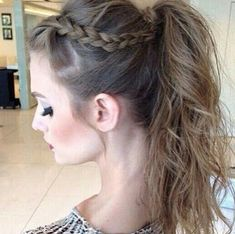 penteados com trança uploaded by kimberly on We Heart It Try On Hairstyles, Back To School Hairstyles, Braided Hairstyles, Wedding Hairstyles, Medium Hair Styles, Curly Hair Styles, Long Wavy Hair, How To Make Hair, Brunette Hair