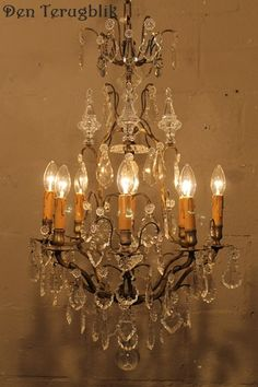 Franse kroonluchter, Den terugblik Chandelier Ideas, Antique Chandelier, Sparkling Lights, Crystal Chandeliers, Candelabra, Clocks, Mirrors, Sconces, Centerpieces