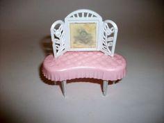 Vintage-Combex-Dolls-House-pink-plastic-Bedroom-Suite-Bed-Lamp-Tables-etc-G7