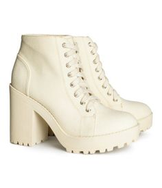 Just obtained these kick ass chunky platform boots from H&M! I'm so excited to stomp around in these bad boys.