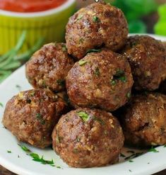 Ingredients        1 pound lean ground beef (I used 88%)      ½ cup Italian breadcrumbs      ¼ cup fresh grated Parmesan cheese      2 garlic cloves, pressed (or minced)      ½ small onion, grated (or minced)      2 tablespoons marinara      1 tablespoon fresh rosemary, chopped      1 tablespoon fresh parsley,