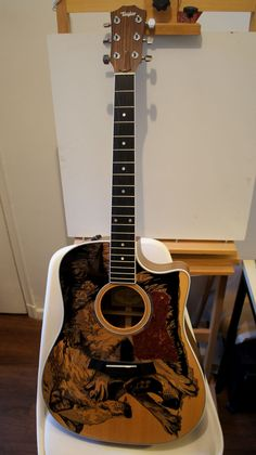 Lustre: sharpied guitar | guitarra dibujada