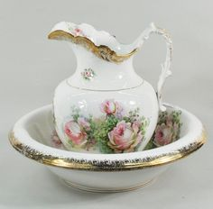 Victorian porcelain transfer decorated pitcher and wash basin, c. Victorian Bowls, Victorian Pitchers, Wash Stand, Rose Decor, Glazes For Pottery, Vintage China, Water Pitchers, Antiques, Foot Baths