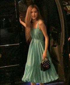 Kpop Girl Groups, Kpop Girls, Blackpink Fashion, Fashion Outfits, 168, Lisa, Rose Icon, Black Pink Kpop, Blackpink Photos