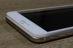 Was zeichnet das iPhone 6 aus? Was macht es so besonders? Schaut es euch an - sind es die Kurven, ist es die Silhouette? Der GLAZ Displayschutz umschließt  den Körper des iPhones wie eine zweite Haut. Wäre das iPhone 6  ein Mensch, wäre es die Verkörperung eines TopModels im goldenen Gewand. Und die GLAZ Displayschutzfolie ist die Krönung des ganzen. Nicht nur eine Schutzfolie sondern ein Accessoire das dem TopModel als Bodyguard dient.
