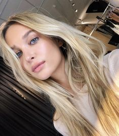 Golden Blonde Balayage for Straight Hair - Honey Blonde Hair Inspiration - The Trending Hairstyle Butter Blonde, Honey Blonde Hair, Blonde Hair Looks, Side Swept Hairstyles, Summer Hairstyles, Trendy Hairstyles, Straight Hairstyles, Blonde Hairstyles, Light Brown Hair