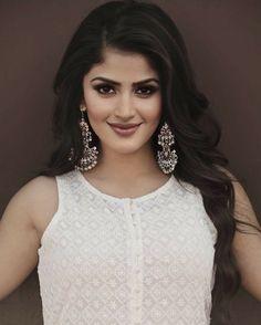 Beautiful Girl Indian, Beautiful Indian Actress, Beauty Full Girl, Beauty Women, Model Face, Beautiful Bollywood Actress, India Beauty, Girl Pictures, Pretty Woman