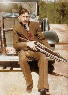 In April of Clyde (Bonnie & Clyde) wrote a letter to the Ford Motor… Bonnie And Clyde Photos, Bonnie Clyde, Gangsters, Mafia, The Babadook, Real Gangster, Bonnie Parker, Interesting History, Old Photos