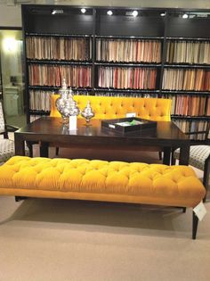No es estilo sino disposicion. Tener una mesa de centro con muebles bold de los lados.