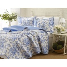 Prewashed for extra softness, this quilt set is adorned with a vibrant blue floral pattern. The 100-percent cotton quilt set is machine washable.
