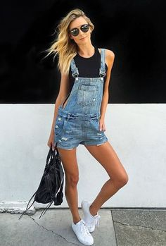 Ideas sneakers outfit summer fashion looks shoes Overall Shorts Outfit, Black Overalls Outfit, Jeans Overall, Denim Overalls, Jean Short Overalls, Dungarees Outfits, Denim Playsuit, Overalls Fashion, Denim Jumper
