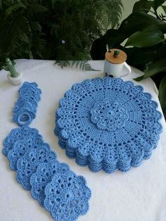 Crochet Placemat Patterns, Crochet Shrug Pattern, Filet Crochet, Crochet Motif, Crochet Designs, Crochet Doilies, Crochet Crafts, Yarn Crafts, Crochet Projects
