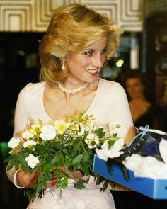 Diana, Princess of Wales likes · talking about this. I'd like to be a queen in people's hearts but I don't see myself being. Princess Diana Fashion, Princess Diana Family, Princess Diana Pictures, Royal Princess, Princess Of Wales, Royal Family Portrait, Sarah Ferguson, Charles And Diana, Lady Diana Spencer