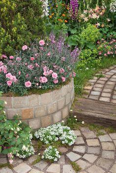 Resultado de imagem para brick path patio