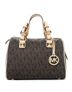 Michael Kors Gråson Signature PVC Medium Axelväska Brun försäljning online spara upp till 70% rabatt, köp nu njut av gratis frakt & gratis present.#handbags #design #totebag #fashionbag #shoppingbag #womenbag #womensfashion #luxurydesign #luxurybag #michaelkors #handbagsale #michaelkorshandbags #totebag #shoppingbag