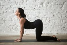 Are you a complete beginner to yoga? This 20 minute yoga routine for beginners will help you tone, improve flexibility, lose weight, and build a strong foundation of some of the most essential yoga poses. The Body Shop, Fitness Del Yoga, Health Fitness, Yoga Iyengar, Asana, Pilates Poses, Pranayama, Yoga Routine For Beginners, Different Types Of Yoga