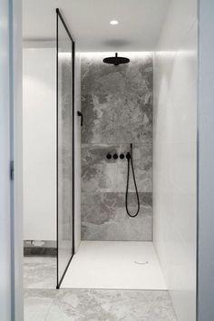 Walk-in shower with custom glass shower cabin - Badezimmer - Bathroom Towel Bathroom Design Inspiration, Shower Inspiration, Design Ideas, Design Blog, Shower Cabin, Walk In Shower, Custom Glass, Minimalist Bathroom, Minimalist Apartment