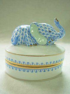 VINTGE HEREND HUNGARY 1ST EDITION BLUE FISHNET RESTING BABY ELEPHANT TRINKET BOX