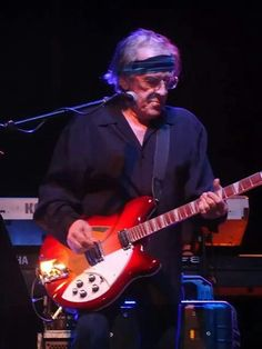 Paul Kantner has died from heart failure. He was known for his work with the Jefferson Airplane, Jefferson Starship, Hot Tuna, KBC Jefferson Starship, Jefferson Airplane, San Francisco Chronicle, Heart Failure, Progressive Rock, Heart Attack, Classic Rock, Music Is Life, Music Bands