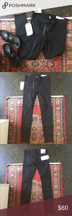 NWT rag & bone ripped leggings/jeggings black Lightweight & stretchy distressed leggings/jeggings in faded black with intentional distressing. Has two real back pockets and two faux front pockets. Size 30. rag & bone Jeans Skinny