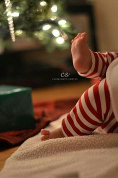 Sweet Baby's First Christmas *photo shoot* *** Baby feet are so adorable! First Christmas Photos, Xmas Photos, Holiday Pictures, Babies First Christmas, Christmas Tree, Christmas Sweets, Baby Christmas Pictures, Newborn Christmas Photos, Xmas Pics