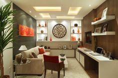 gostei do gesso no teto e da iluminação, do quadro laranja na parede cinza, do quadro redondo