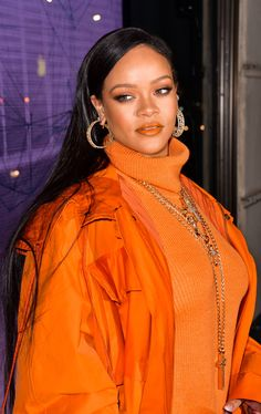 Rihanna's Changing Hairstyles & Hair Colour: A Timeline   British Vogue   British Vogue Rihanna Show, Rihanna Fenty, Rihanna Hairstyles, Sleek Hairstyles, Halle Berry Body, Side Swept Curls, Rihanna Makeup, Wavy Ponytail, Glossier Pink