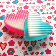 At the first ever Soapmaking Weekend Intensive held at Otion in 2008, I had the great pleasure of meeting Paula Kates of PJ Soaps. She is an incredible glycerin soap artist and I learned a little method from her that I haven't used until now. The interesting surface design on these Ombre Hearts uses her …