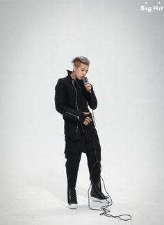 Rap Monster - His rapper look is sexy as hell. Jimin, Rapmon, Bts Bangtan Boy, Bts Boys, Bts Mv, Mixtape, Bts Facebook, Beauté Blonde, Kim Namjoon