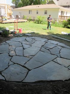 DIY a flagstone paver patio this weekend! We help you make this easy patio with our step by step instructions and materials list. Build a durable and long lasting paver patio that is great to place outdoor furniture! Slate Patio, Patio Slabs, Flagstone Patio, Concrete Patio, Slate Pavers, Pool Pavers, Brick Pavers, Stone Patio Designs, Backyard Patio Designs