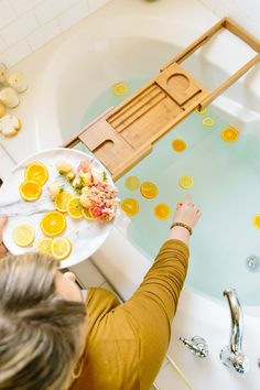 Using essential oils in the bath is a little more complicated than you might think. Do it wrong and you could end up with irritated skin and other unpleasant reactions. Room Freshener, Things To Do When Bored, Beauty Tips For Face, Diy Beauty, Clean Makeup, Essential Oil Uses, Organic Beauty, Natural Beauty, Clean Beauty