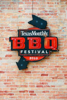 Texas monthly BBQ Festival 2010 signage, makes me hungry. Typography Letters, Typography Poster, Typography Design, Lettering, Design Logo, Sign Design, Logos, Logo Branding, Bbq Signs