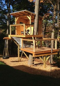 54 ideas small tree house for kids forts Backyard Playground, Backyard For Kids, Backyard Projects, Outdoor Projects, Backyard Fort, Modern Tree House, Tree House Plans, Cool Tree Houses, Tree House Designs