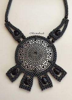 The Witches circle necklace by on Etsy. Beading Projects, Beading Tutorials, Beaded Jewelry Patterns, Beading Patterns, Right Angle Weave, Crochet Rope, Circle Necklace, Ribbon Embroidery, Jewelery