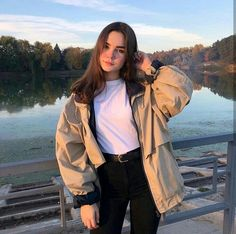 Aesthetic Cute Girls Fashion Inspo Jewelry Outfit Ideas Streetwear Vintage Old Girl Photography Poses, Tumblr Photography, Aesthetic Girl, Aesthetic Clothes, Mode Grunge, Foto Casual, Western Girl, Instagram Pose, Selfie Poses