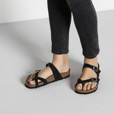 BIRKENSTOCK Mayari Oiled Leather Habana in all sizes ✓ Buy directly from the manufacturer online ✓ All fashion trends from Birkenstock Black Birkenstock, Birkenstock Outfit, Birkenstock Mayari, Unisex Fashion, Women's Fashion, Fashion Trends, Patiala Dress, Rolled Up Jeans, Pineapple Pattern
