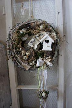 None Owl Wreaths, Wreath Crafts, Easter Wreaths, Diy Wreath, Rama Seca, Easter Flower Arrangements, Birdhouse Craft, Diy Ostern, Vintage Easter