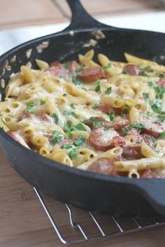 One Pan Spicy Sausage Pasta - Dinner in 25 minutes! This looks like a yum-worthy easy mid-week dinner. Think Food, I Love Food, Food For Thought, Good Food, Yummy Food, Tasty, Awesome Food, Awesome Kitchen, Pasta Dishes