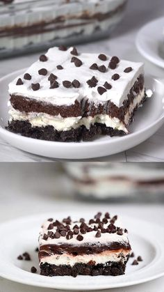 This no-bake chocolate lasagna has layers of crushed Oreos, cream, chocolate pudding and chocolate chips! An easy and delicious dessert! Mini Desserts, Oreo Dessert Recipes, Chocolate Desserts, No Bake Desserts, Easy Desserts, Cake Recipes, Delicious Desserts, Chocolate Pudding, Chocolate Chips