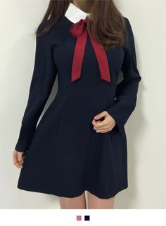 Feminine with its prominent ribbon accent at the neck and contrasting collar, this dress gives you an innocent charm. It also has a zipper back closure, wide split cuffs, an inner lining, a figure-hugging flared silhouette, and a mid-thigh length. Complet