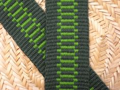 Some easy inkle weaving patterns using two colors, article with photos and pattern drafts by Annie MacHale  #inkleweaving #inkle #inklepatterns