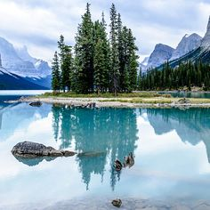 20 of the Most Beautiful Places in Alberta, Canada: Spirit Island
