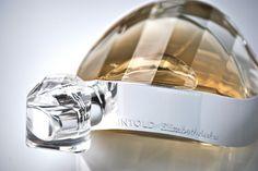 UNTOLD d'ELIZABETH ARDEN  UNTOLD, LA FRAGRANCE SIGNATURE DE LA FEMME MODERNE LMC'N est tombé en amour pour ce parfum aux multiples facettes. http://www.lamodecnous.com/2014/08/26/untold-delizabeth-arden/